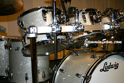 Photo of Richard Golladay's Ludwig drum kit with Silver Glass Glitter drum covering (2)