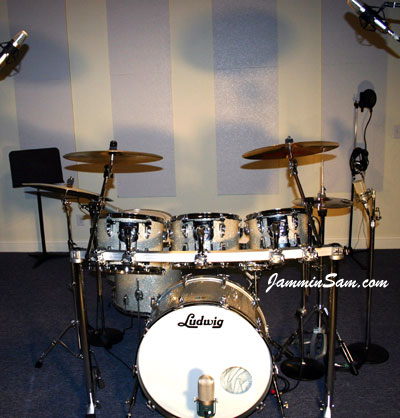 Photo of Richard Golladay's Ludwig drum set with Silver Glass Glitter drum material (4)