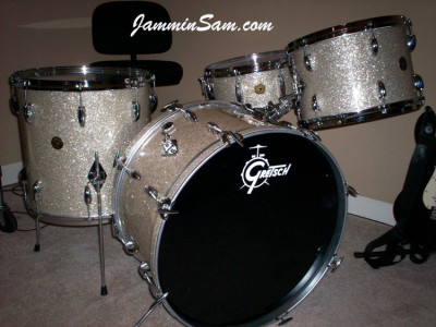 Photo of Steve Boyle's Gretsch drum kit with Silver Glass Glitter drum material (1)