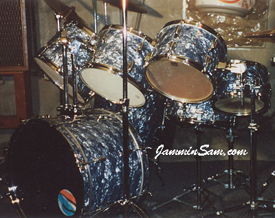 Photo of Bob Menard's drumset with Silver Smoke Pearl drum wrap