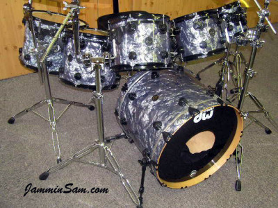 Photo of Elmet Neumann's DW drum set with Silver Smoke Pearl drum wrap (2)