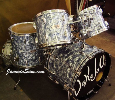 Photo of John Mehls' Yamaha drums with Silver Smoke Pearl drum material (1)