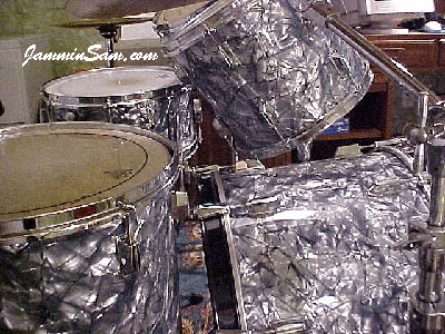 Photo of Paul Mouton's Pearl Export drums with Silver Smoke Pearl drum wrap (2)