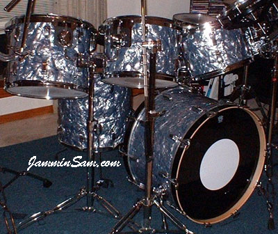 Photo of Rich Stefani's Ludwig drums with Silver Smoke Pearl drum wrap (3)