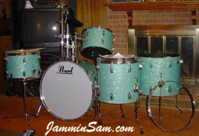 Photo of Vincent Galeano's Pearl drums with Turquoise Glass Glitter drum wrap (2)