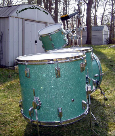 Photo of Vincent Galeano's Pearl drums with Turquoise Glass Glitter drum wrap (3)