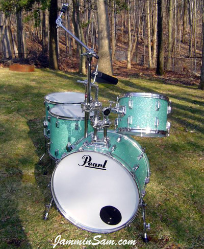 Photo of Vincent Galeano's Pearl drums with Turquoise Glass Glitter drum wrap (4)