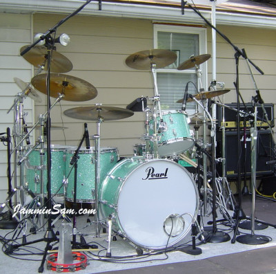 Photo of Vincent Galeano's Pearl drums with Turquoise Glass Glitter drum wrap (5)