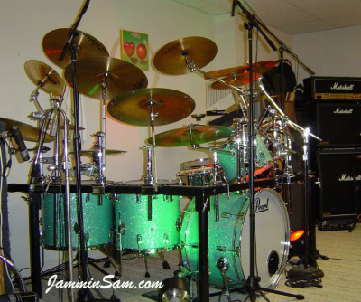 Photo of Vincent Galeano's Pearl drums with Turquoise Glass Glitter drum wrap (6)