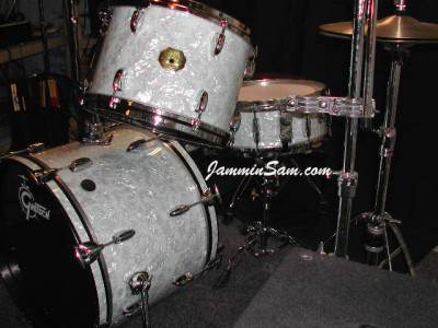 Photo of Charles Benedicto's Gretsch drums with Vintage White Pearl drum wrap (2)