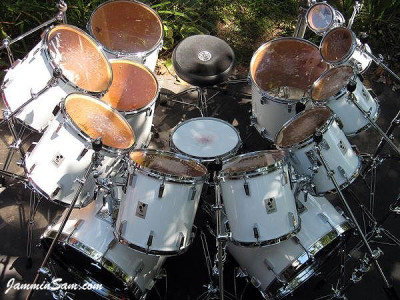 Photo of Gunnar Swensen's Sonor drum kit with JS Hi Gloss White drum wrap (6)