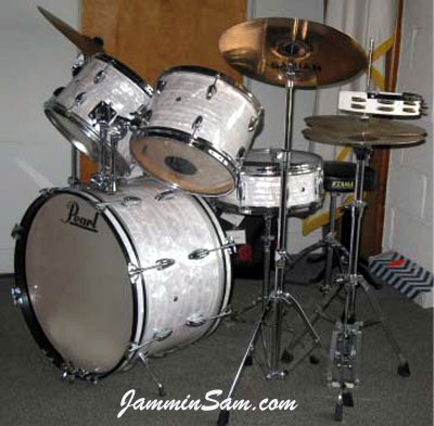 Photo of Bill Trewhella's Pearl drums with 60's White Pearl drum wrap (1)