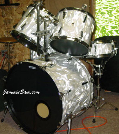 Photo of Johnny Bongo's drums with White Satin Flame drum wrap (1)